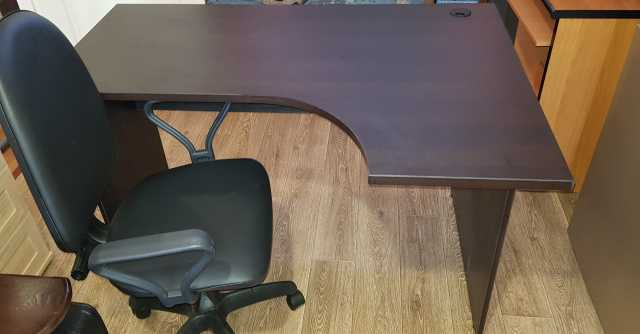 Продам: Офисный стол и кресло