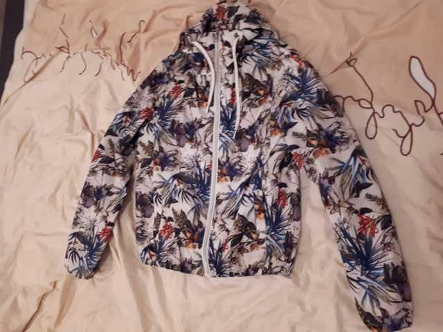 Продам: куртка ветровка женская летняя