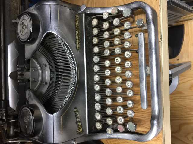 Продам немецкая пишущая машинка б/у