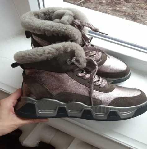 Продам Зимние кроссовки 24 см