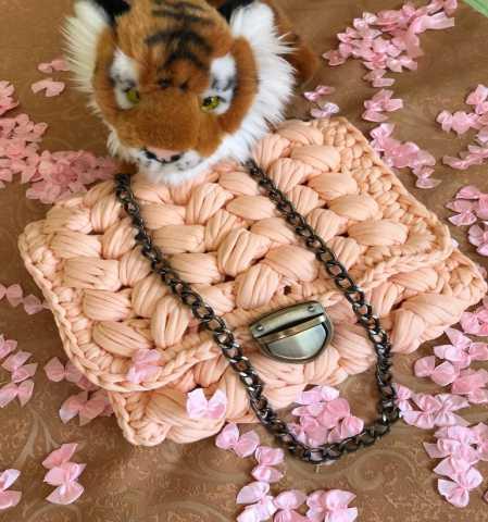 Продам: Женская вязаная сумка Персиковый Узор