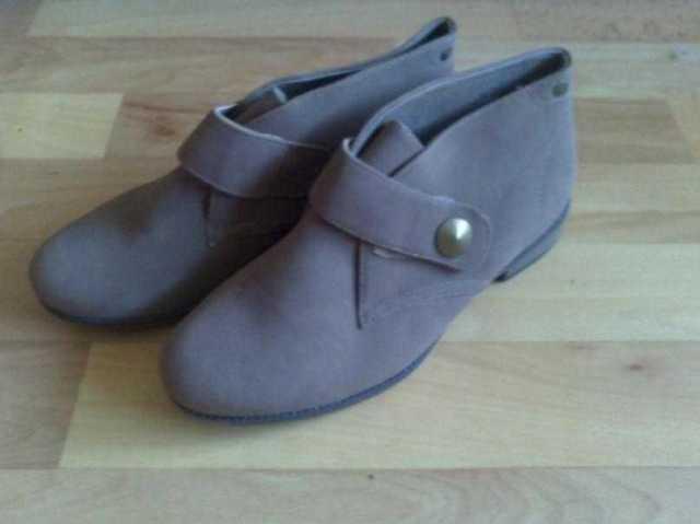 Продам: Женские осенние ботинки