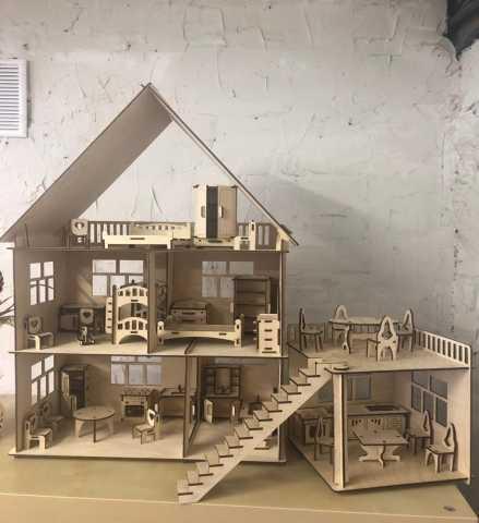 Продам Домик кукольный из дерева с мебелью