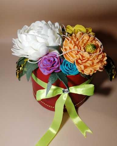 Продам: Цветы в шляпной коробке