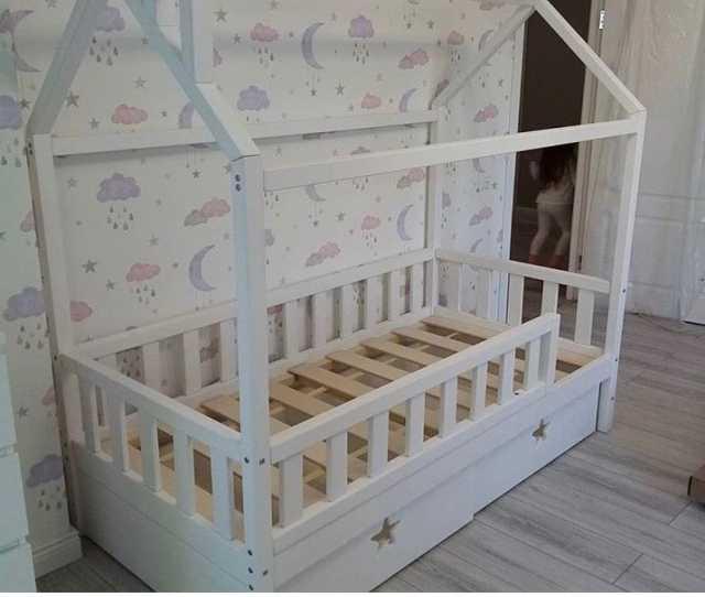 Продам: Детские кроватки и мебель из Бука