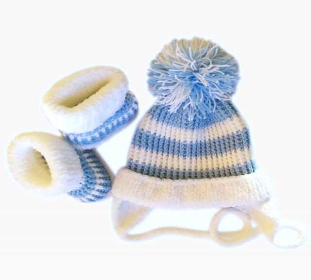 Продам: Комплект: шапочка и пинетки. 3 цвета