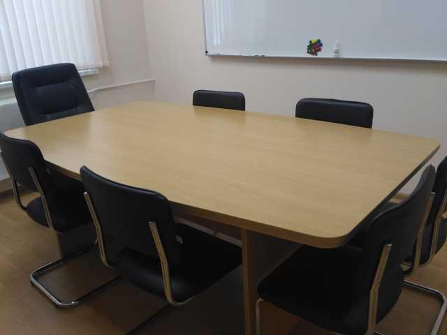 Продам: Стол для переговоров, стеллаж
