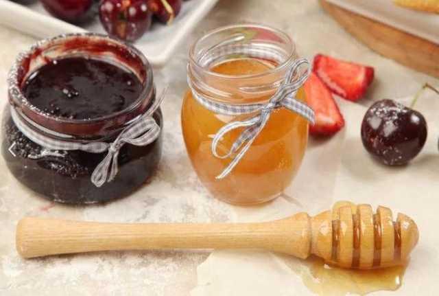 Приму в дар: Старое варенье и мед