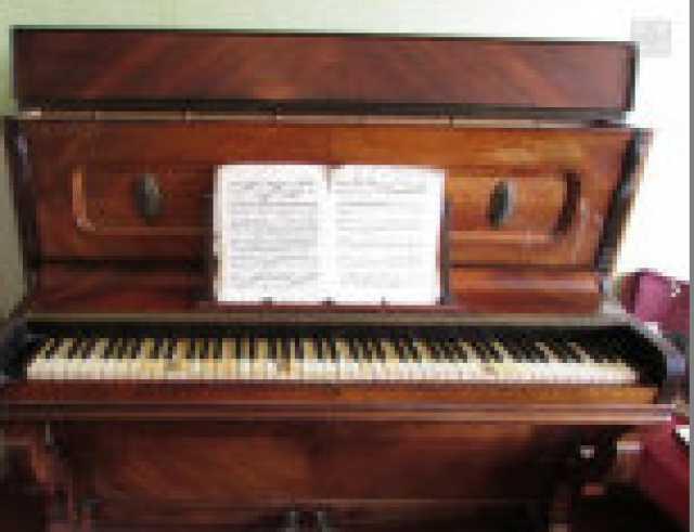 Продам: антикварное пианино