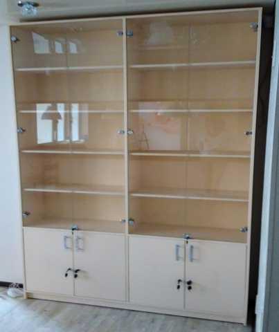 Продам Шкаф со стеклянными дверцами