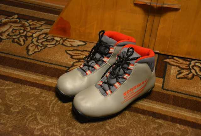 Продам: Лыжные ботинки 36-37 размер