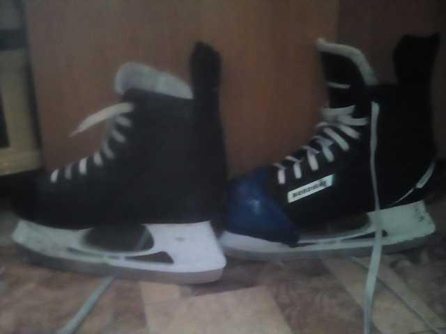Продам Коньки хоккейные (можно их на запчасти)