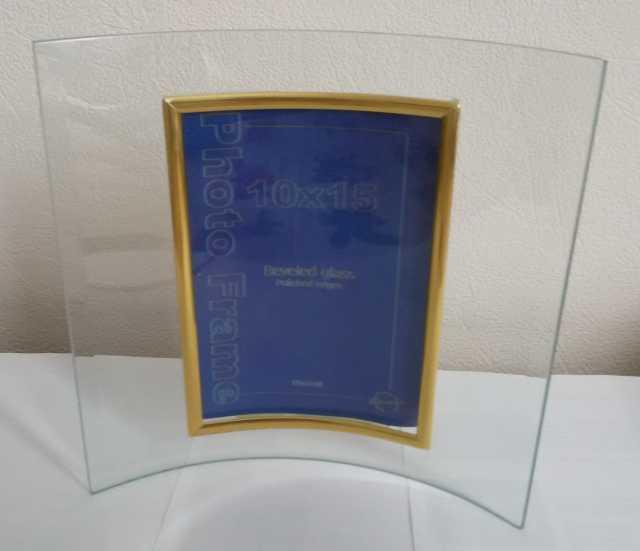 Продам: Стеклянная рамка для фотографий 10х15