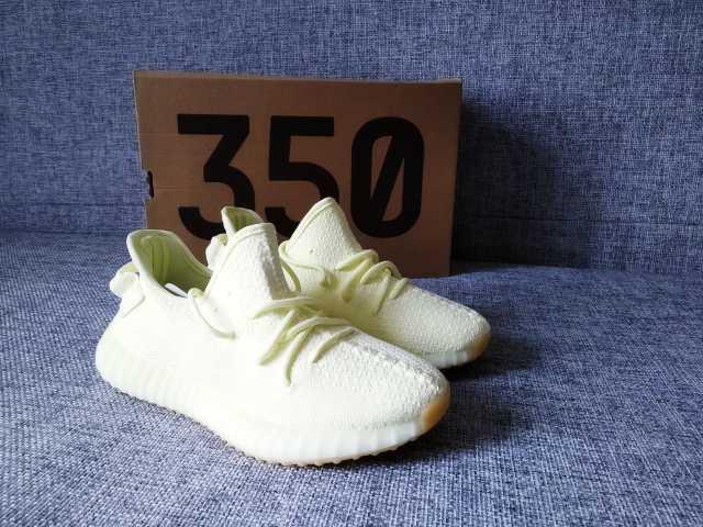 Продам Кроссовки Adidas yeezy boost 350