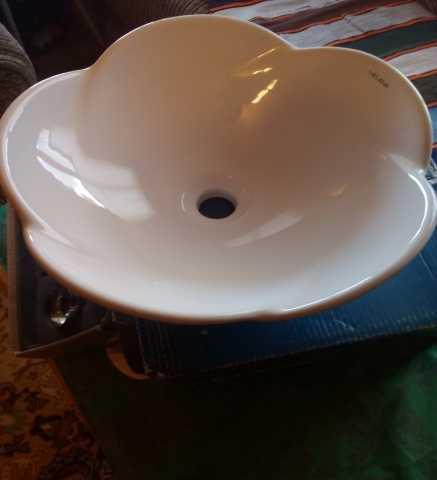 Продам: Керамическая раковина накладная melana