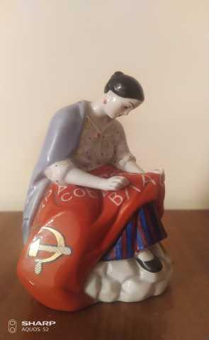"Продам: статуэтка ""Работница вышивающая знамя"""