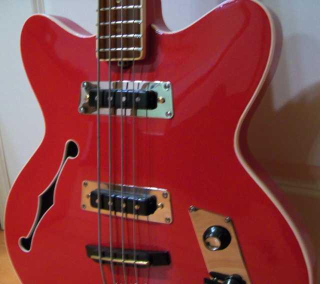 Продам: бас-гитару