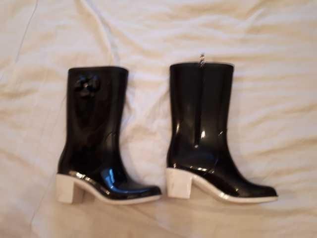 Продам: сапоги резиновые на каблуке