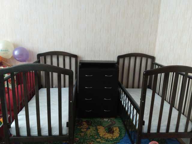 Продам: Кроватки+пеленальный стол для ДВОЙНИ!!!