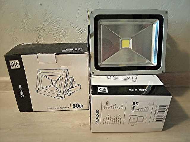 Продам Светодиодный прожектор СДО-2-30 новые 4ш
