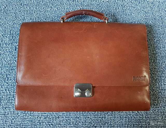 Продам Мужской деловой портфель