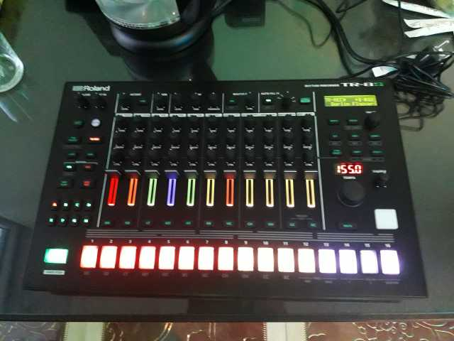 Продам ROLAND TR-8S Drum-machine драм-машина