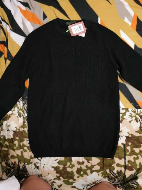 Продам мужские свитера новые