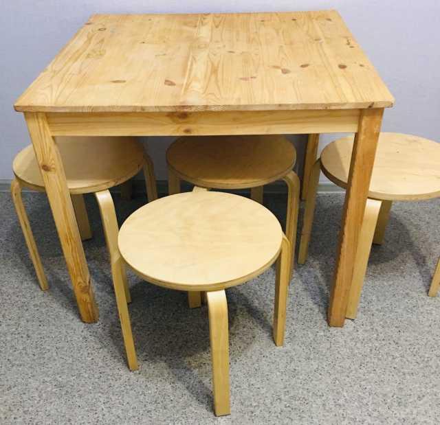 Продам: Стол и 4 стула