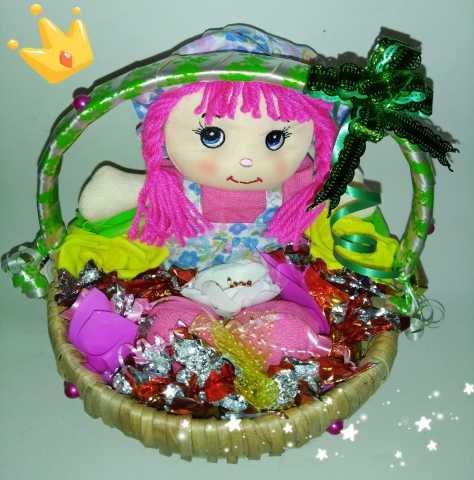 Продам: Корзинка с игрушкой и конфетами