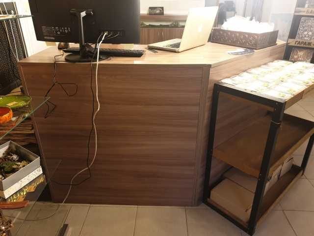 Продам: Комплект витринно - кассовой мебели