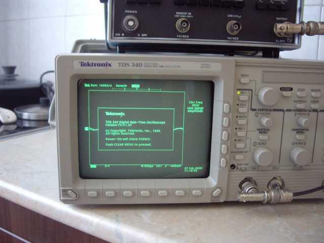 Продам Tektronix TDS-340 Осциллограф