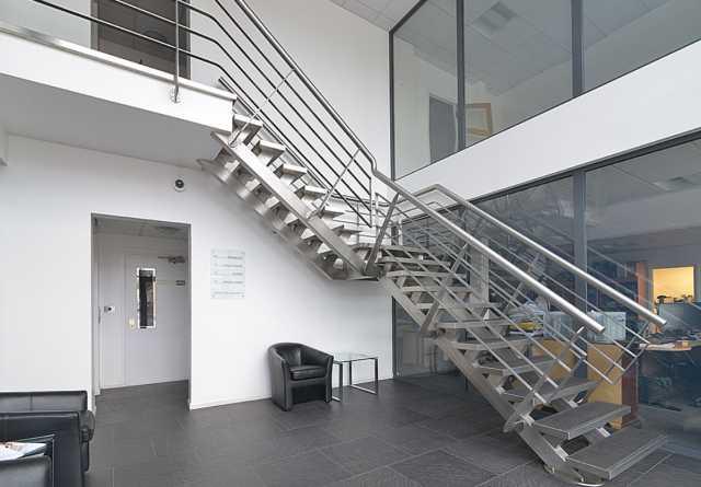 Предложение: Металлические лестницы (поручни, огражде