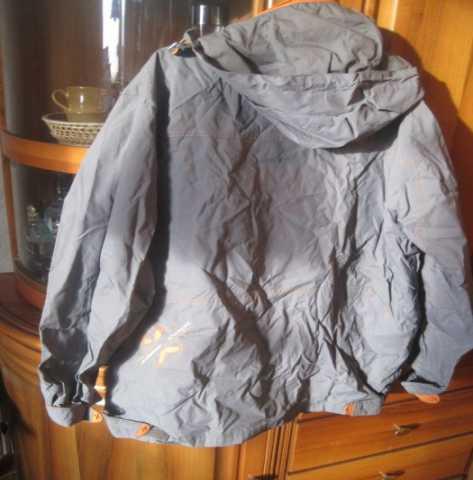 Продам: Куртка ветровка лёгкая серая с капюшоном