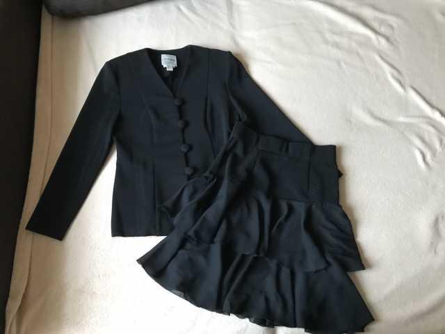 Продам: Новый канадский костюм с юбкой (44)