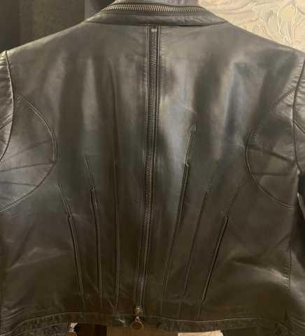 Продам: Женская коженная куртка 42 размер