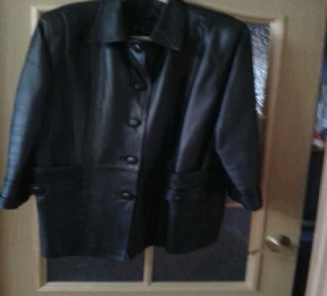 Отдам даром женская кожаная осенняя куртка б/у