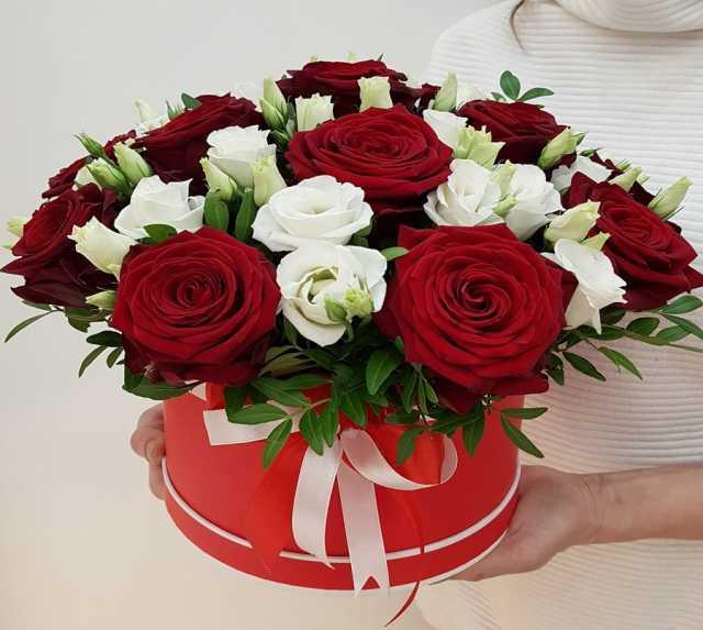 Продам: Цветы в коробке с доставкой