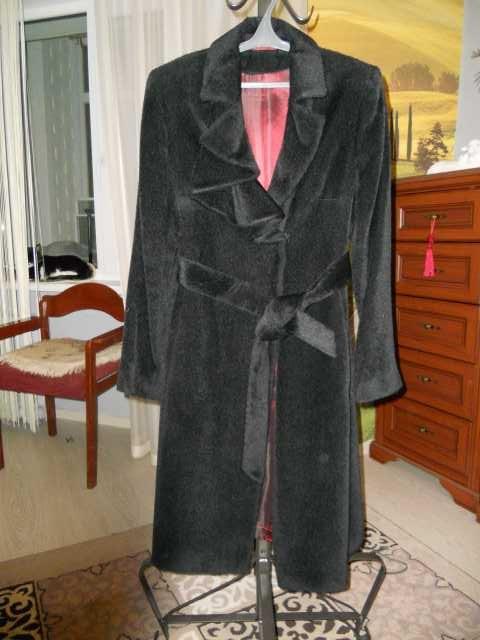 Продам пальто демисезонное из альпака