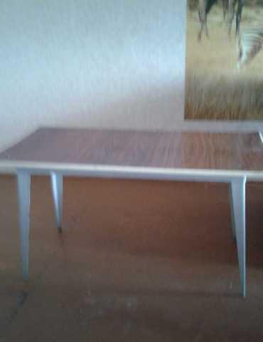 Продам: Стол с тремя табуретками