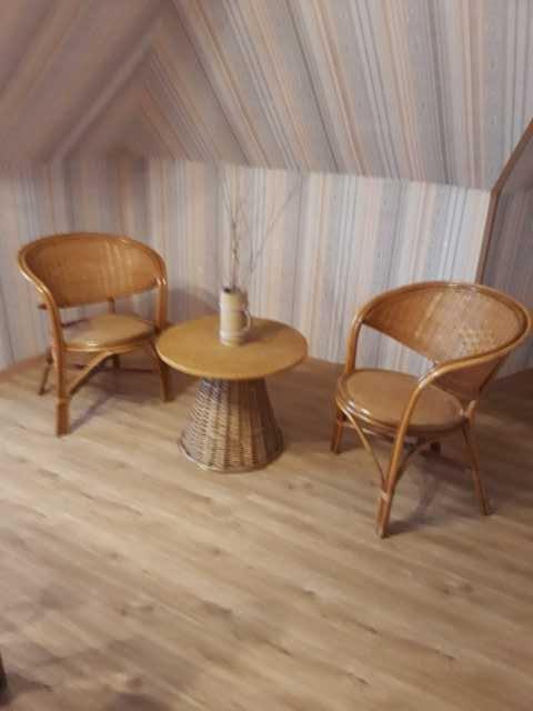 Продам Плетеная мебель - два кресла и столик
