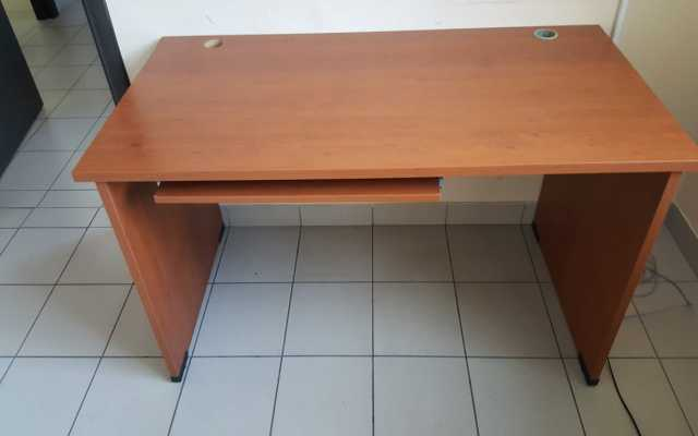 Продам: Компьютерный стол