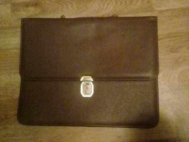 Продам: Портфель кожаный мужской