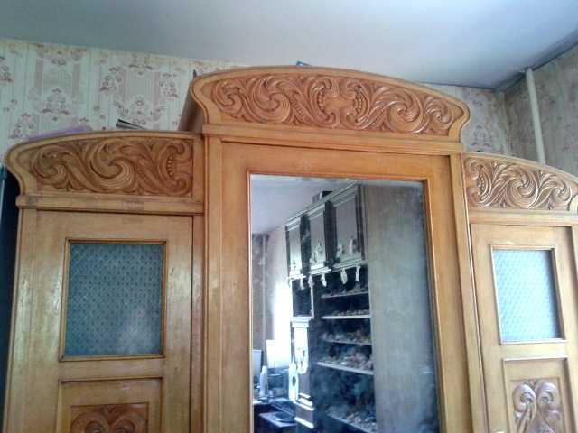 Продам Шкаф антикварный ручной работы из натура