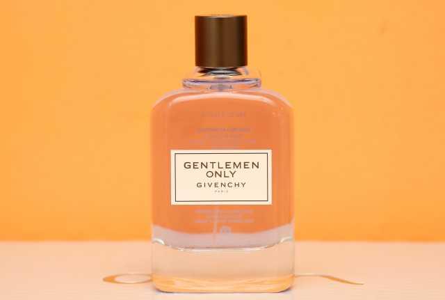 Продам: Givenchy Gentlemen Only