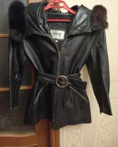 Продам: Кожаная куртка с капюшоном