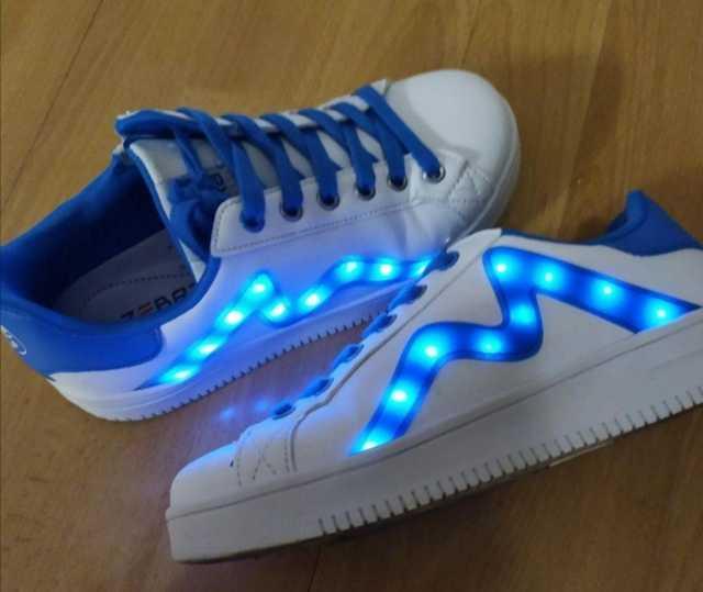 Продам: Светящиеся кроссовки