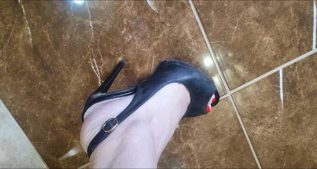 Продам туфли GLOSSI женские кожа натуральная