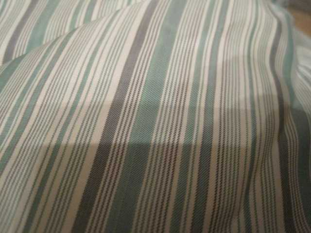 Продам: Отрез бледно-зеленоватой ткани в полоску