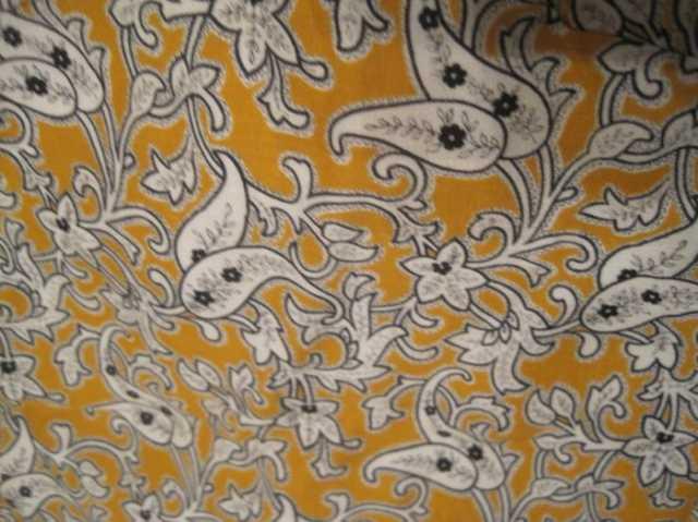 Продам: Отрез плотной ткани с белым узорчатым