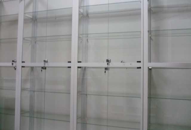 Продам: стеклянные шкафы -витрины